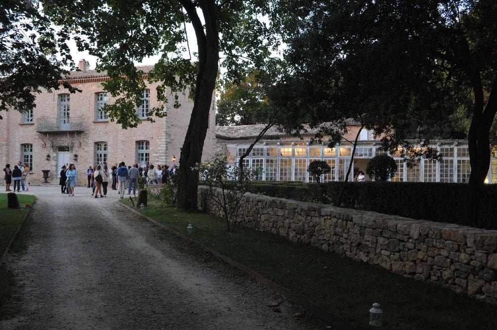 Domaine de Violaine. Exposition dans l'orangerie